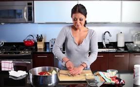 How to Make Homemade (Vegan) Kimchi?